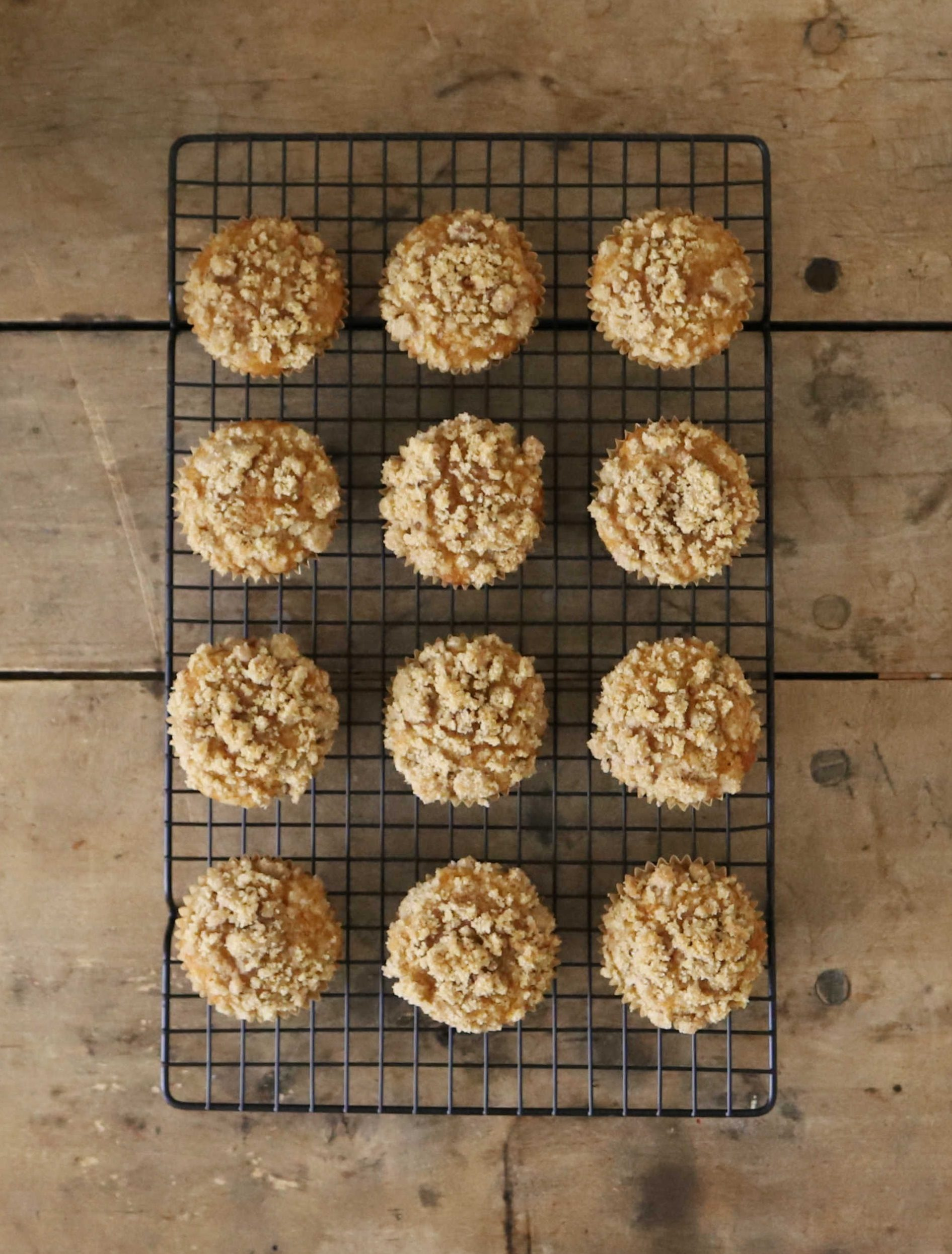 Pumpkin Spice Muffins with Cinnamon Crumble Topping